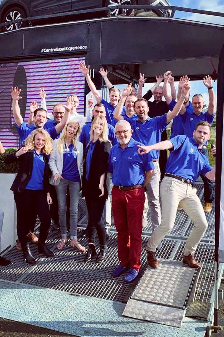 Equipe Volkswagen joyeux grâce au Centre d'Essai Expérience