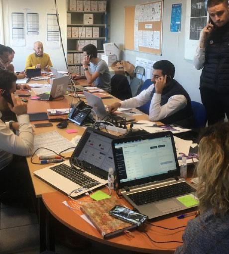 Le groupe en plein travail pendant la formation coaching téléphonique