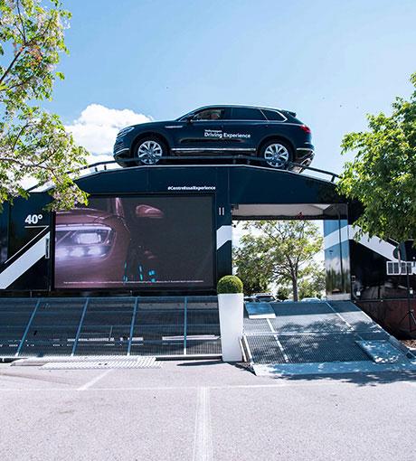 Un SUV Volkswagen au somment du Centre d'Essai Expérience