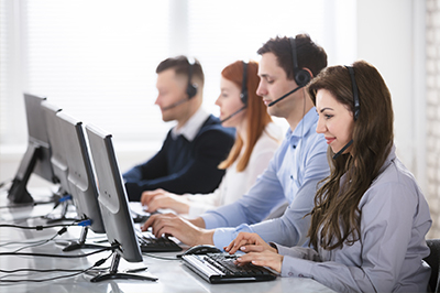 Le standard téléphonique et les chatteurs aident les concessions